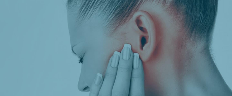 Выделение у женщин белого цвета с запахом как лечить
